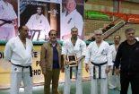 اهدای لوح تقدیر و تندییس به رسم یادبود به آقای قربانوف، مدرس سازمان جهانی کیوکشین کاراته سبک ایچی گیکی از طرف سرپرست محترم مؤسسه آموزش عالی کسری رامسر
